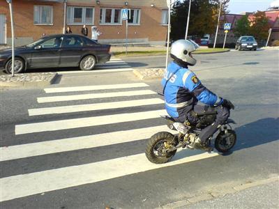 Polisens Nya Bilar mc Polisens Nya Vapen För Att