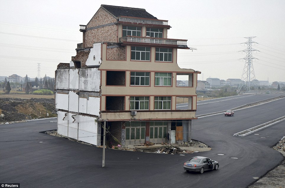 china-house-in-the-road