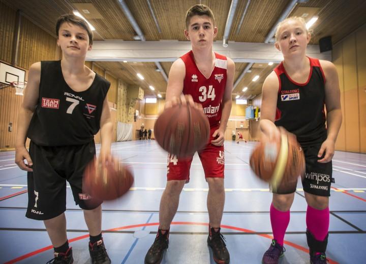 Basket. Umeå KFUM. Emil Romando,  Max Lindblom och Ida Bång