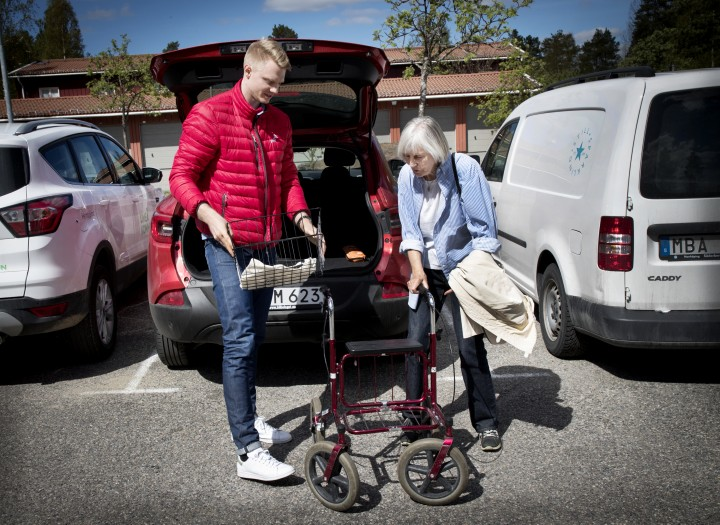 Umeå Basket hjälper äldre