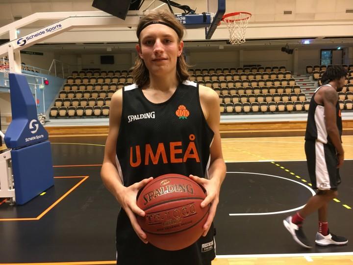 Svensk yngste basketdebutant 2