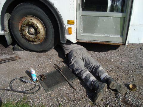 under bussen
