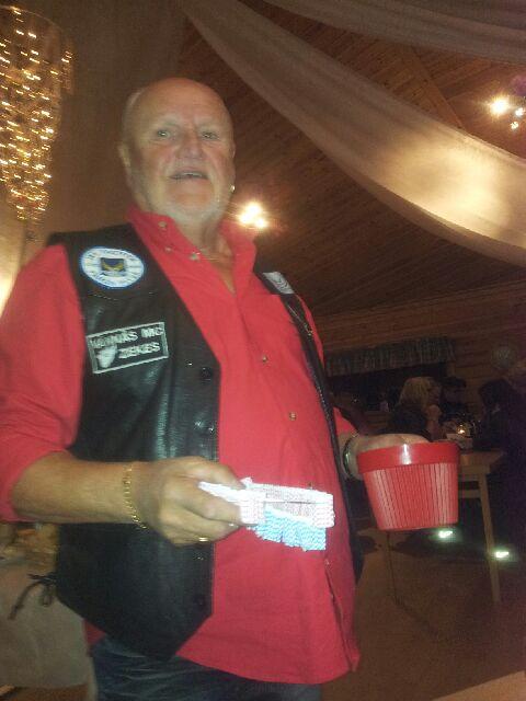 Sjöqvist säljer lotterna och är tillika...
