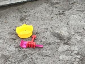 lek-tom sandlåda