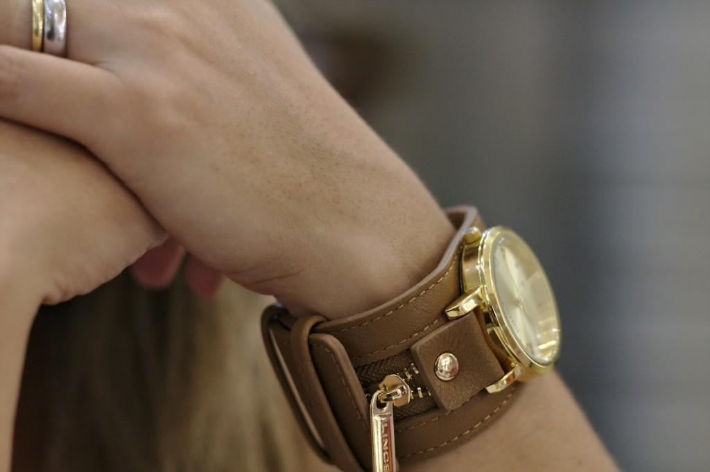 watch-397227_1920