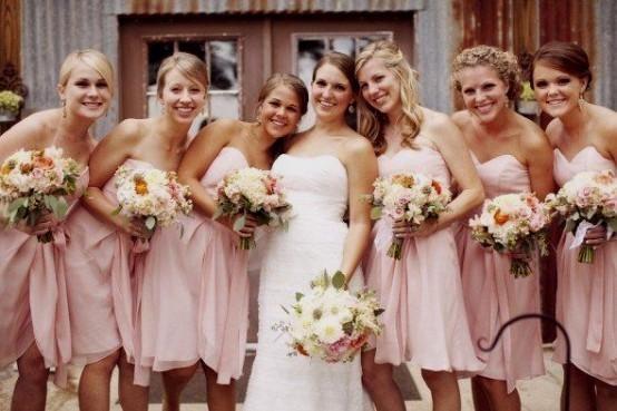 robe de demoiselle d'honneur rose courte pour mariage plage