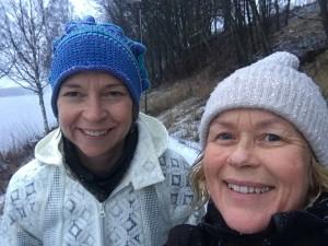 Karin Bodin och Jane Axelsson i friskt väder