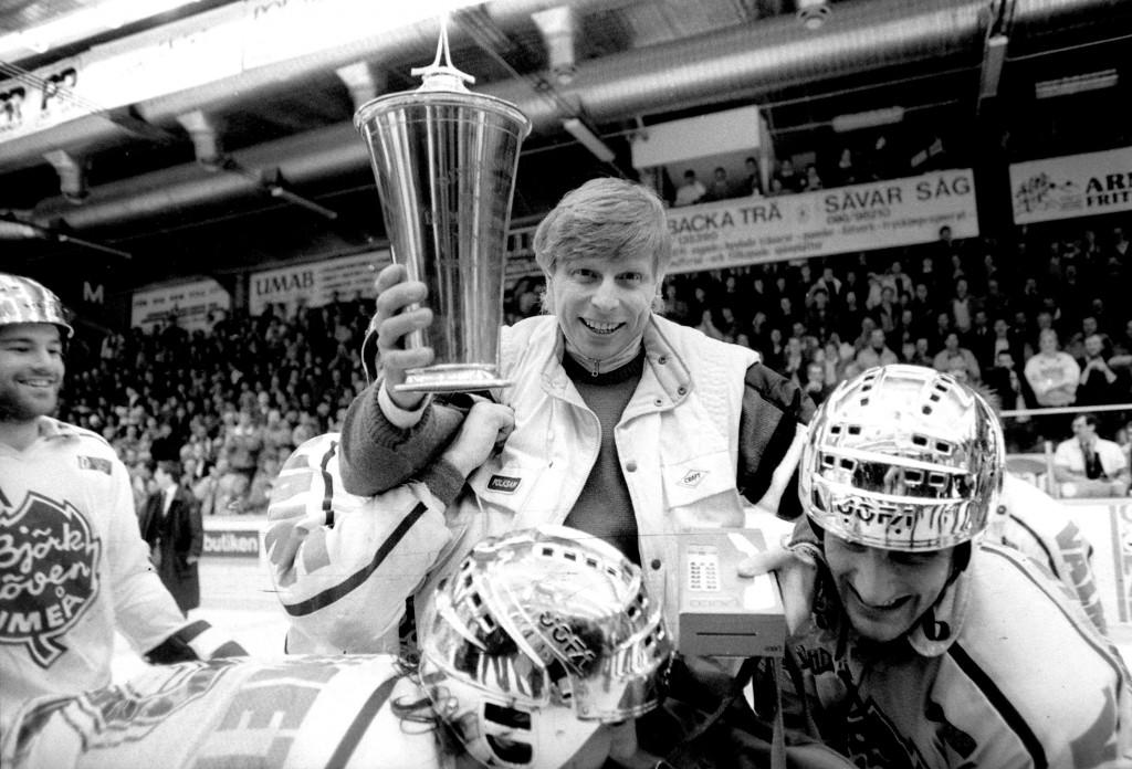 """SM- FINALEN BJÖRKLÖVEN-FÄRJESTAD 6-1 MARS 1987. HANS """"VIRUS"""" LINDBERG."""