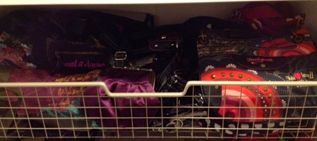 En trådback med BARA väskor -Ett måste!