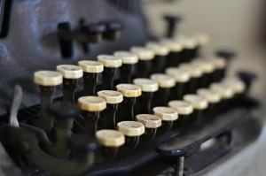 typewriter-863635_640