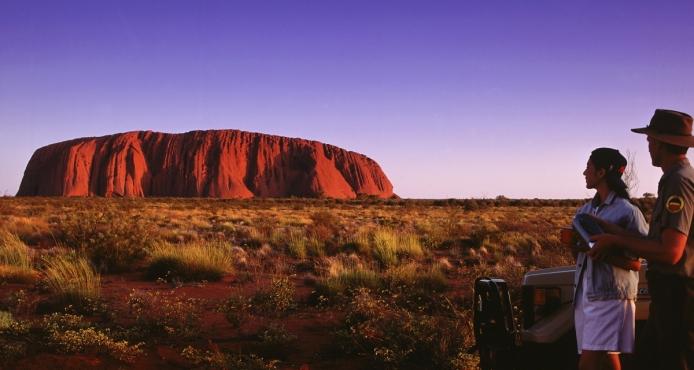 I Australiens röda mitt ligger Ayers Rock, eller Uluru, som det egentligen heter.