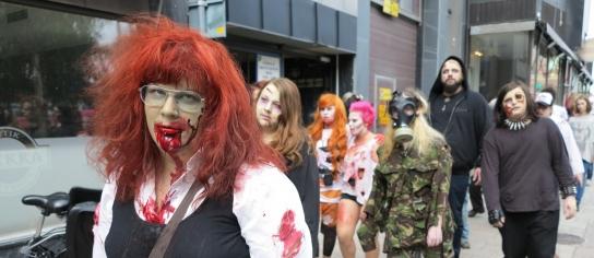 Zombier hasade genom staden