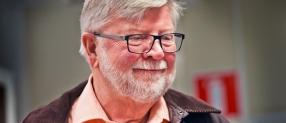 Krister Olsson skänker  företaget till barnen