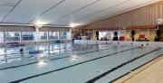Arbetet på simhallen står still