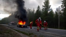 Dramatisk bilbrand
