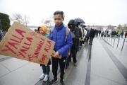Tyst protest längs gatorna i Umeå