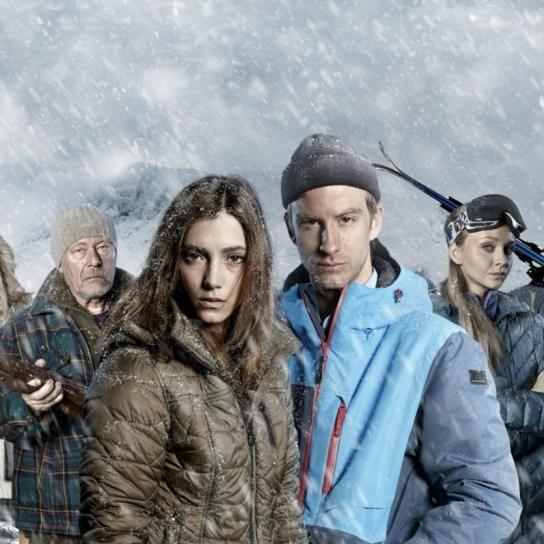 Tv-teamet körde fast i snödriva