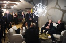 Kontoret i Stockholm slöseri med pengar