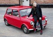 Hon har en Mr Bean-bil