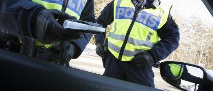 Polis tog körkortet av rattfull
