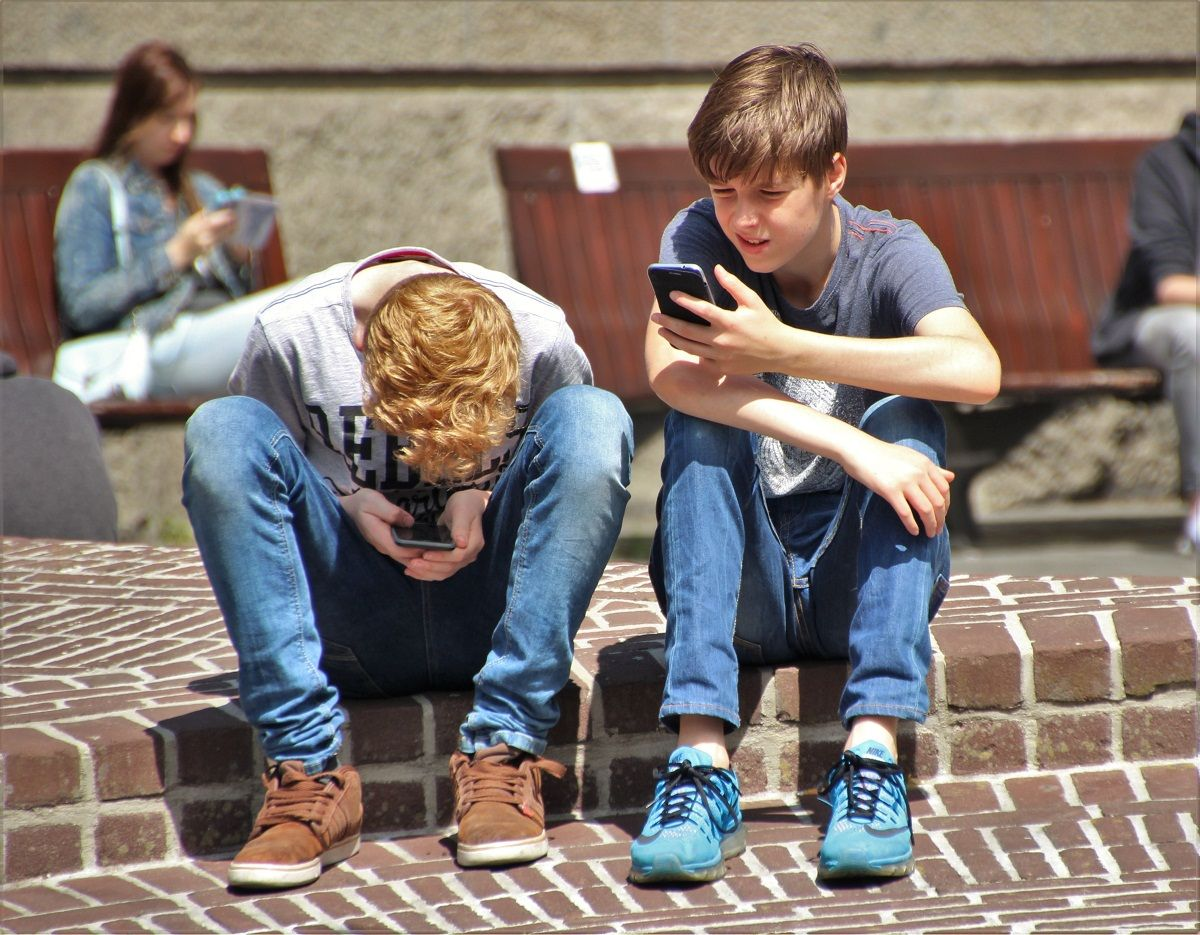 pexels - smartphone - social media - teenage - boy