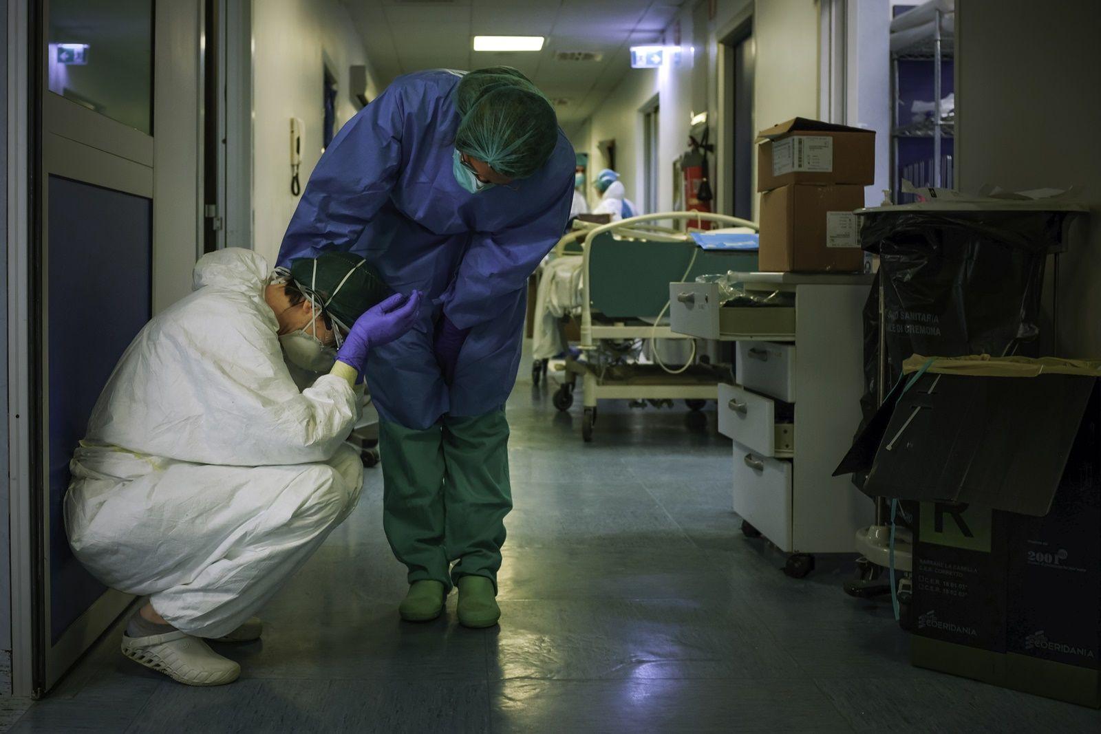 AFP-แพทย์ในโรงพยาบาลอิตาลีสู้โควิด-ไวรัสโคโรนา-COVID-ชุดป้องกัน อุปกรณ์การแพทย์-หมอ-โรงพยาบาล.jpg