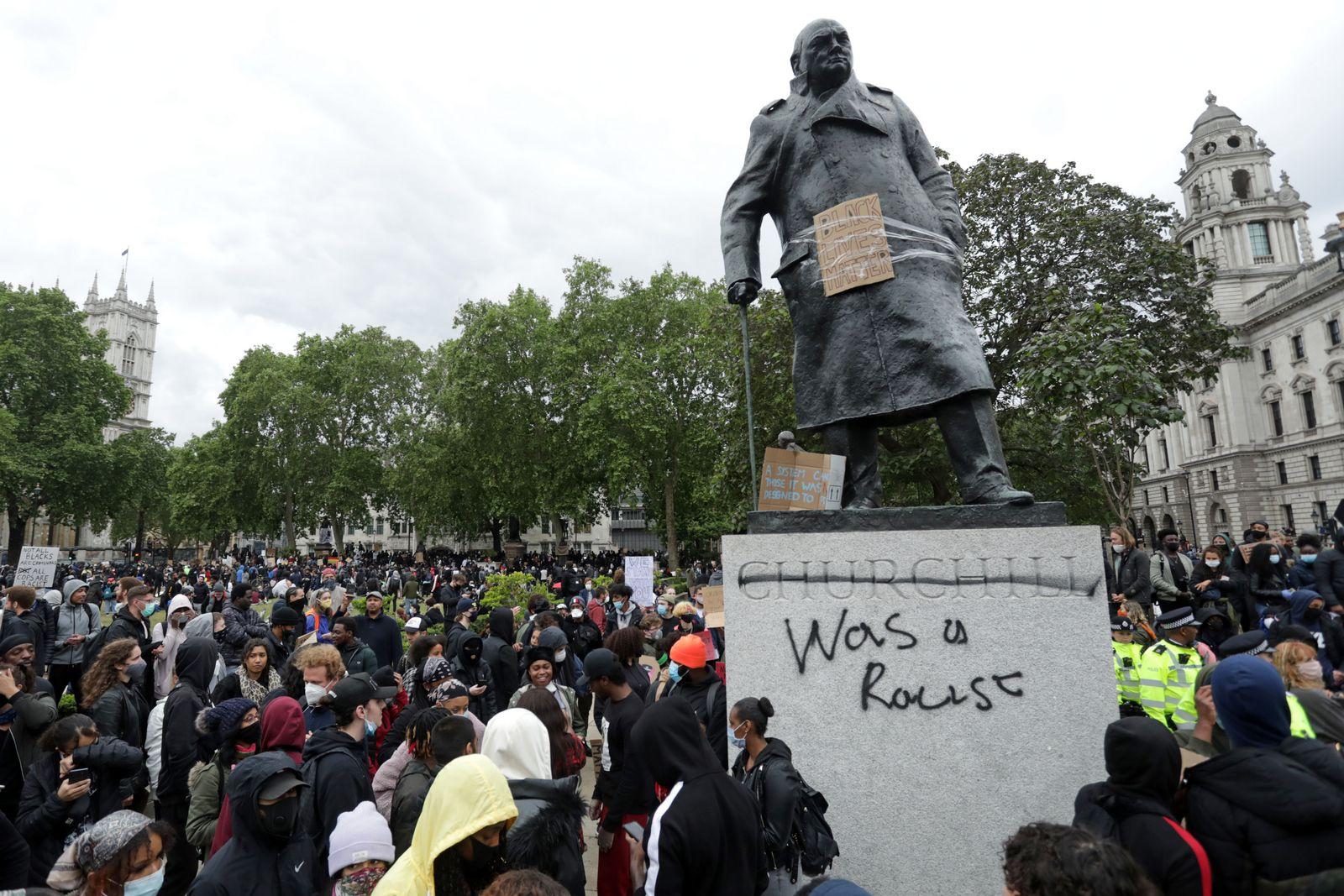 AFP-ประท้วงต่อต้านเหยียดผิว ทำลายรูปปั้นอดีตผู้ค้าทาส นักล่าอาณานิคมทั่วโลก วินสตัน เชอร์ชิล Black Lives Matter