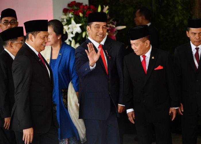 """สื่อวิพากษ์พิธีสาบานตนผู้นำอินโดฯ """"ไม่มีอะไรให้เฉลิมฉลอง"""""""