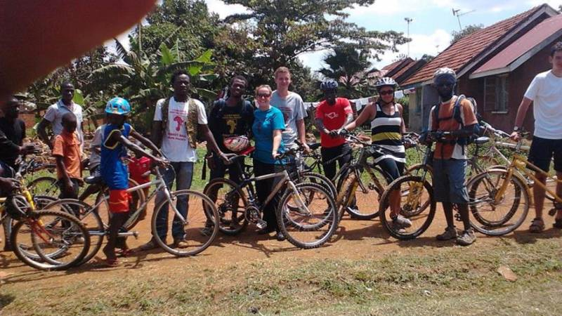 Know yo community bike ride with volunteerss!