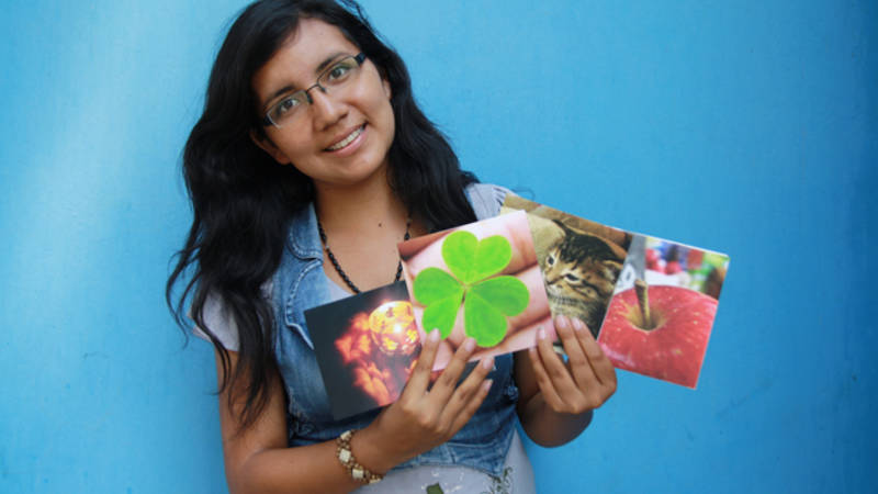 FairMail photographer Yuli with her cards