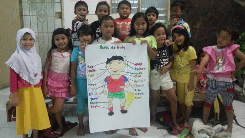 Students enjoy creative English learning!