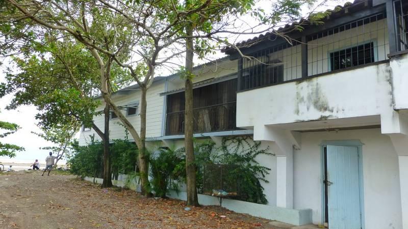 Volunteer House / Beach House