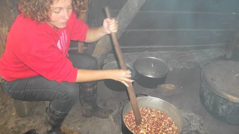 preparing groundnut paste