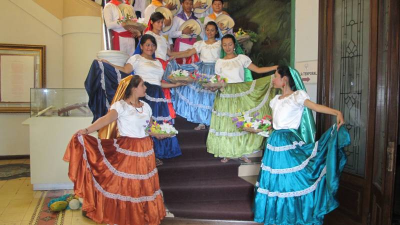 Traditional Salvadoran Dancers