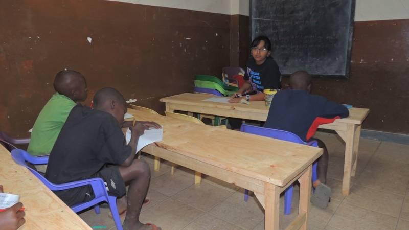 Volunteer from USA teaching at Havilla Childrens