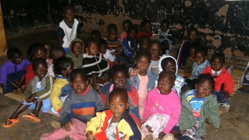 Volunteer with the children