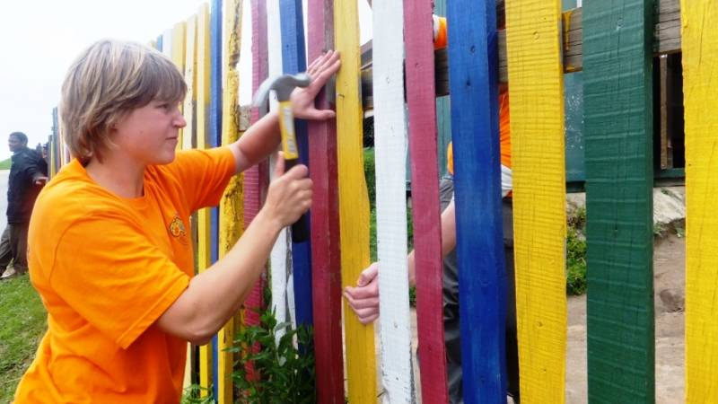 Fixing fencing