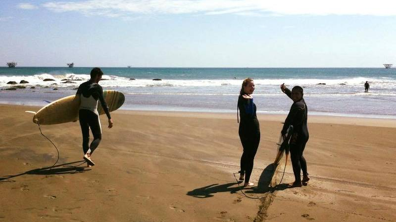 EcoSwell interns learning to surf