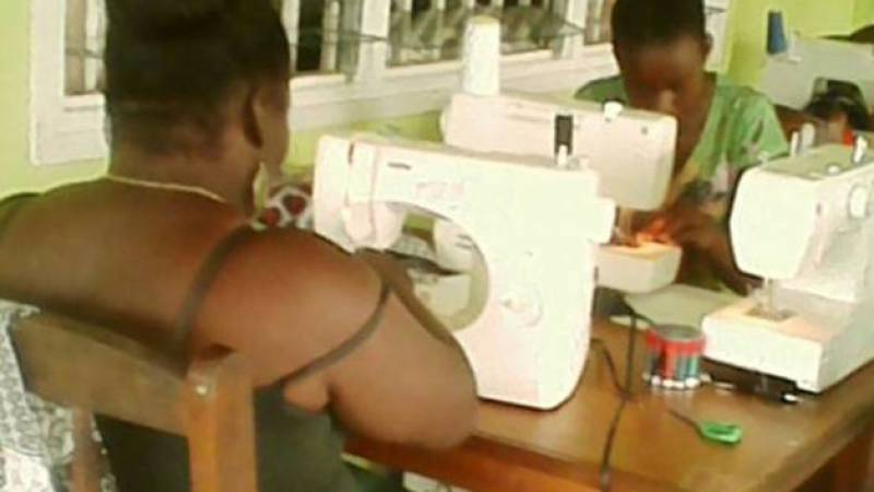Sewing course in action