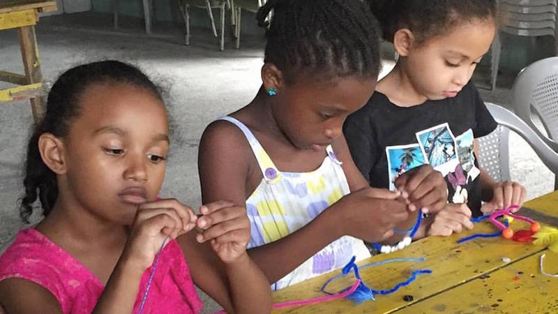 Making bracelets at PEP3