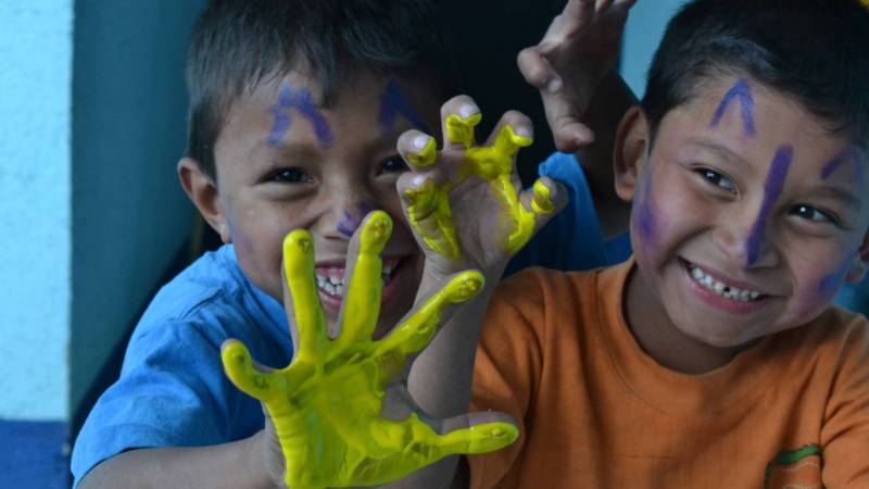 Students fingerpainting!