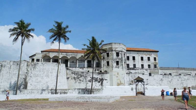 Visite the famous Cape Coast Castle