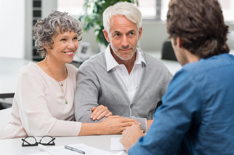 med-Senior-couple-meeting-real-est-151694879.jpg