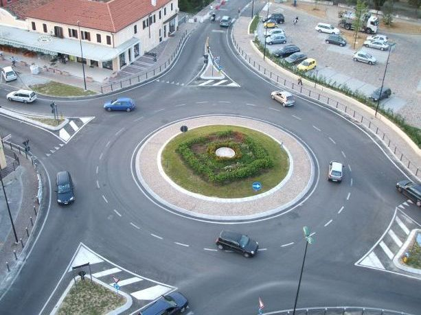Rotatoria stradale.jpg
