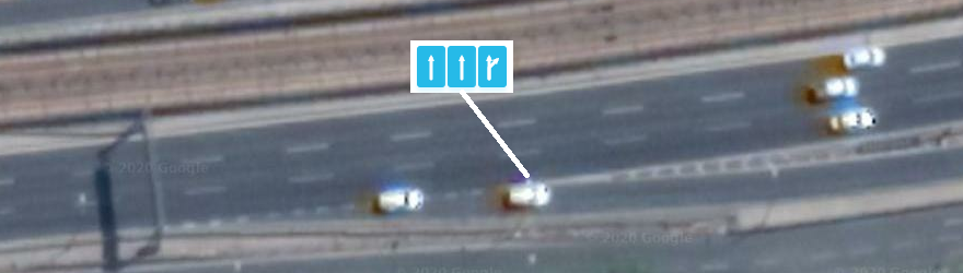 El carril de salida no alcanza el ancho completo hasta el punto de bifurcación entre el carril y la rampa; mapear incluyendo la salida en la pista derecha.