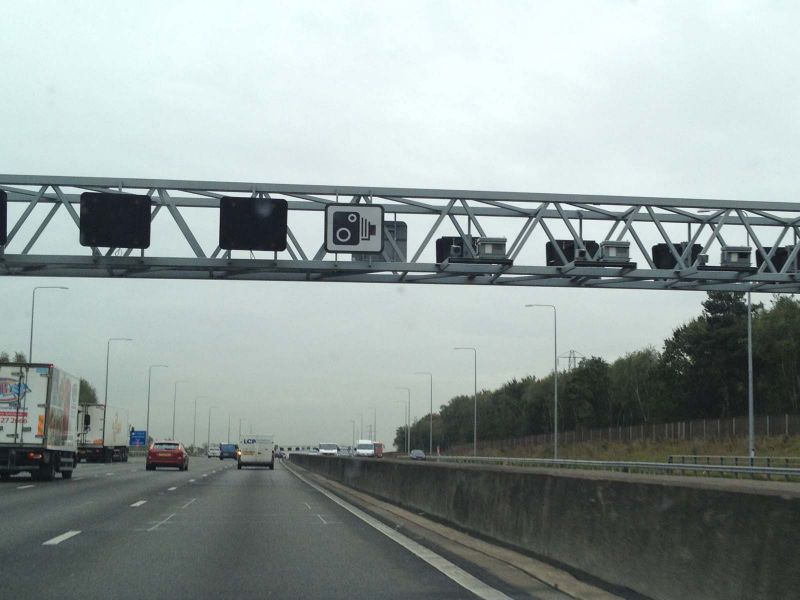 File:UK Cams Gatso Gantry.jpg