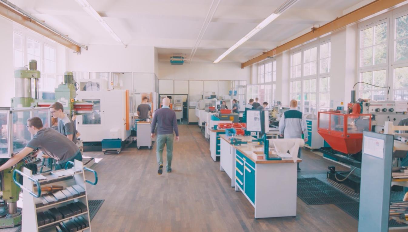 Lehre bei voestalpine in Böhlerwerk: People, Stories & Jobs on video