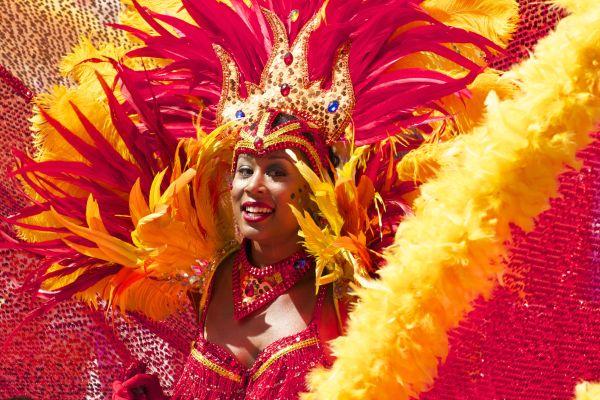Caribisch zomercarnaval discozwemmen
