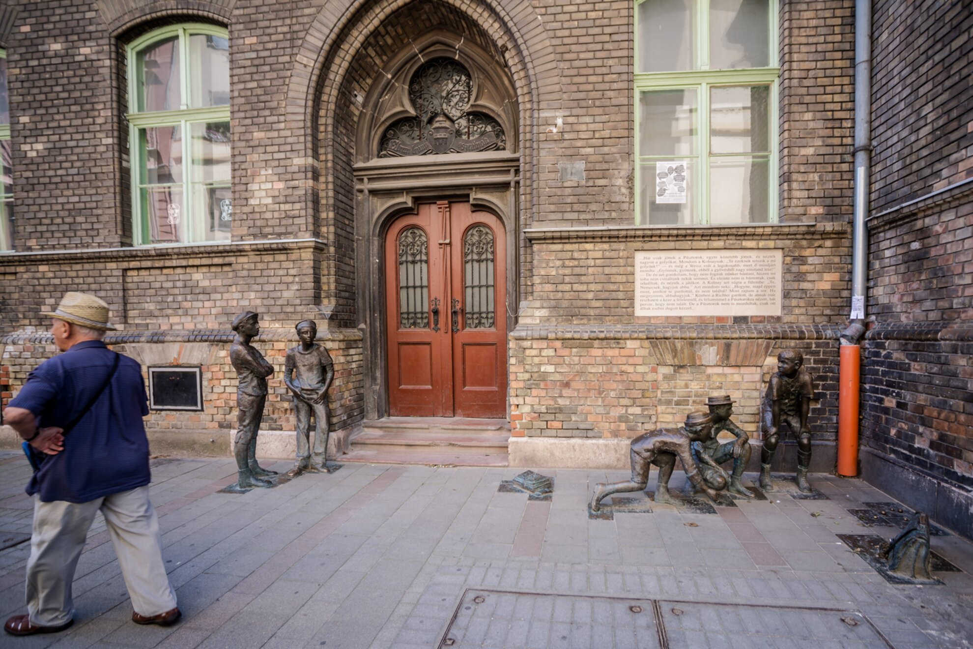 10 unusual statues in Budapest