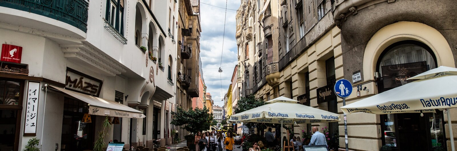 Budapesti sétálóutcák és terek, ahol mediterrán hangulat vár